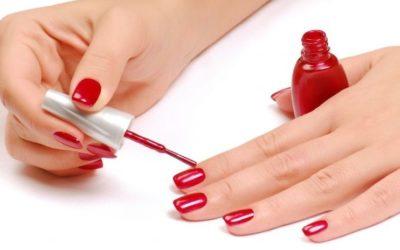 17 façons d'abîmer accidentellement votre vernis à ongles