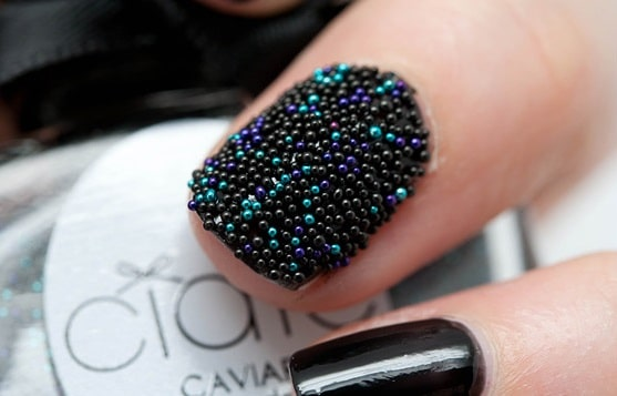 Manucure caviar étape par étape