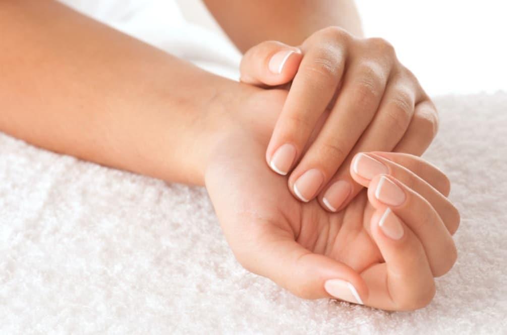Trucs et astuces pour prendre soin de ses ongles