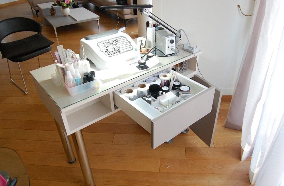 Où et comment acheter une table de manucure bon marché ?